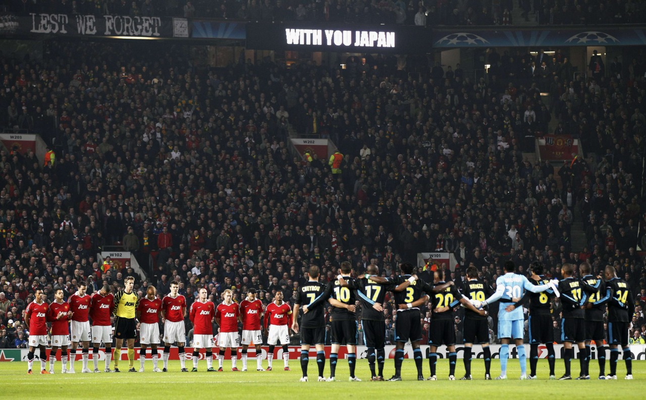 Hilo del Manchester United CL-11_03_15_Manchester_United_and_Marseille_players_observe_a_minutes_silence_in_memory_of_the_Japanese_earthquake_victims_ahead_of_the_UEFA_Champions_League_round_of_16_second_leg_match
